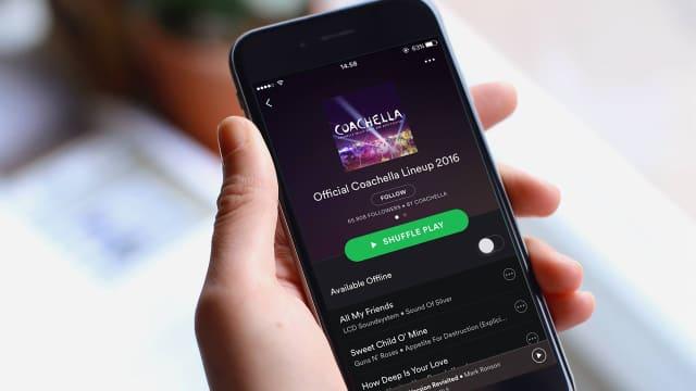 Aplikasi Spotify Tampilkan Penulis dan Produser Lagu di iOS