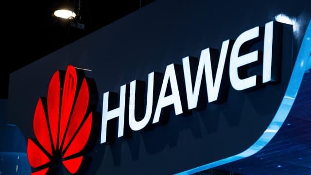 Sindir Baterai iPhone, Huawei Bagikan Power Bank di Antrean iPhone XS