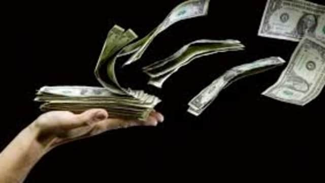 10 Cara Hidup Hemat Meski Kita Nggak Bisa Mengatur Keuangan
