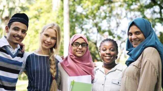 Warganet Inggris Bersatu Menentang Hari Menghukum Muslim