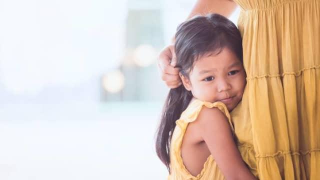 Yang Perlu Dilakukan Bila Balita Nempel Terus dengan Ibu