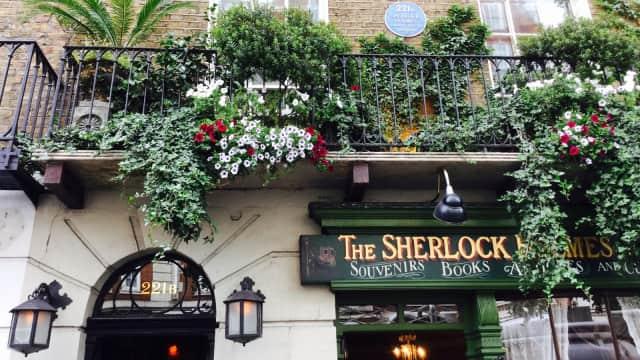 Berkunjung ke Rumah Sherlock Holmes di Baker Street, London