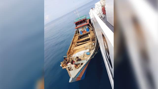 Kapal Bakamla Tangkap Penyelundup Kabel Optik Ilegal