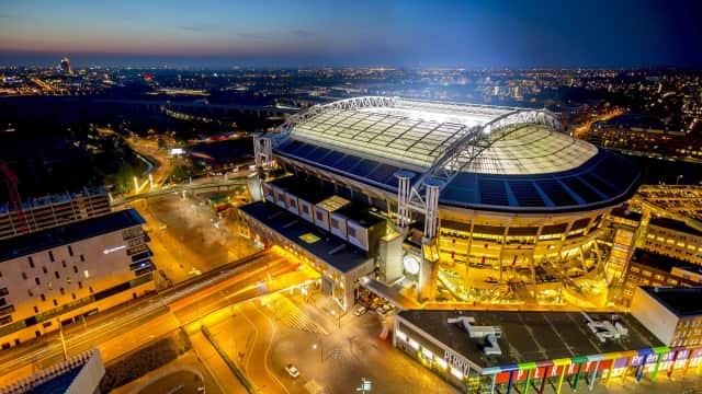 Stadion Ajax Amsterdam Manfaatkan Baterai Bekas Mobil Listrik