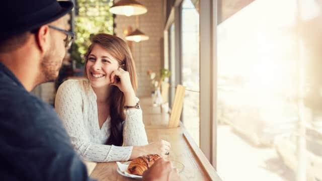 5 Tanda Cowok yang Hanya Ingin Berteman dengan Kamu