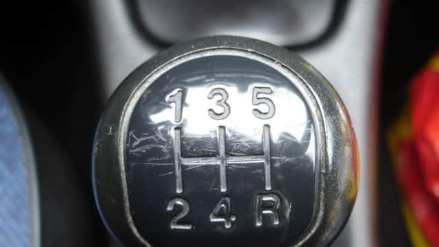 Hindari 5 Kesalahan yang Dianggap `Wajar` Para Pengendara Mobil Manual