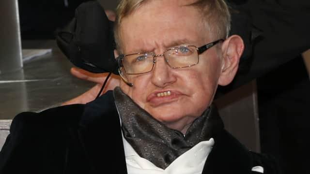 9 Fakta Unik Hawking, dari Logat British sampai Senang Melayang