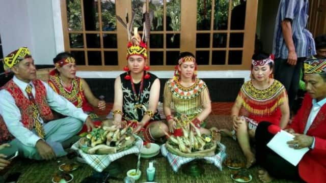 Borompu, Upacara Perkawinan Adat Masyarakat Dayak