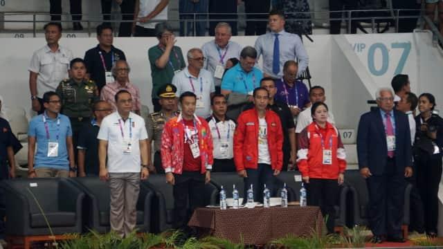 Jokowi, Ical, dan Sandi Nonton Bareng Final Renang 50 Meter