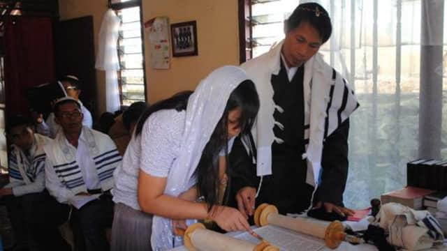 Melihat Kehidupan Komunitas Yahudi di Indonesia