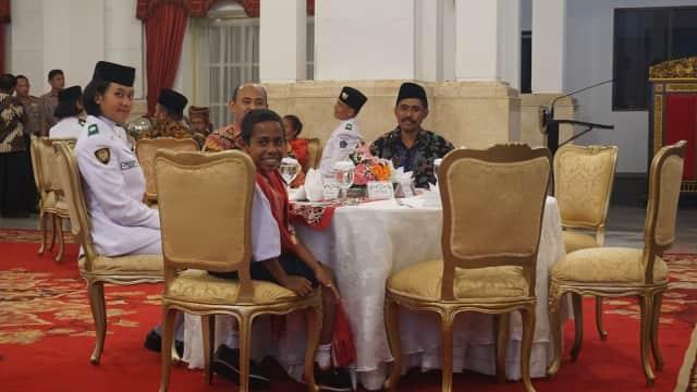Percakapan Jokowi dan Joni soal Sakit Perut Hingga Naik Tiang Bendera