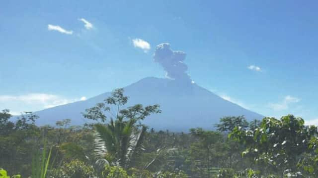 Gunung Agung Kembali Erupsi, Penerbangan Masih Aman
