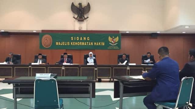 Hakim PN Kupang Disidang karena Diduga Punya Dua Istri Siri