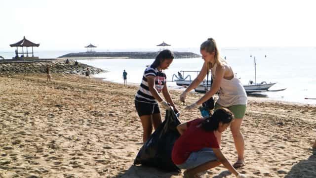 Komunitas Leak Sanur Gelar Aksi Beach Clean