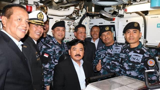 Melihat Prajurit TNI AL Beraksi di Kapal Selam KRI Ardadedali-404