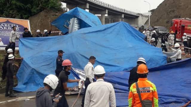 Polisi dan KNKT Olah TKP Jatuhnya Helikopter di Morowali