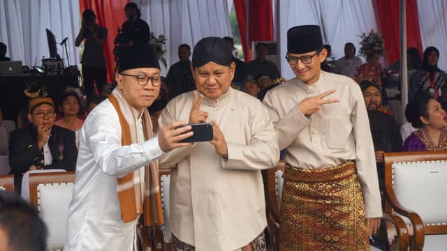 Aksi Zulkifli Hasan Nge-vlog Bareng Prabowo-Sandi dan Ketum Parpol