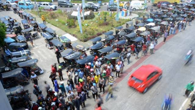 Pengemudi Bentor Makassar Demo Tolak Transportasi Online