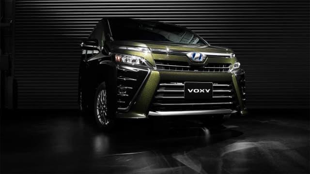 Toyota Voxy Menyambut Low MPV Mitsubishi