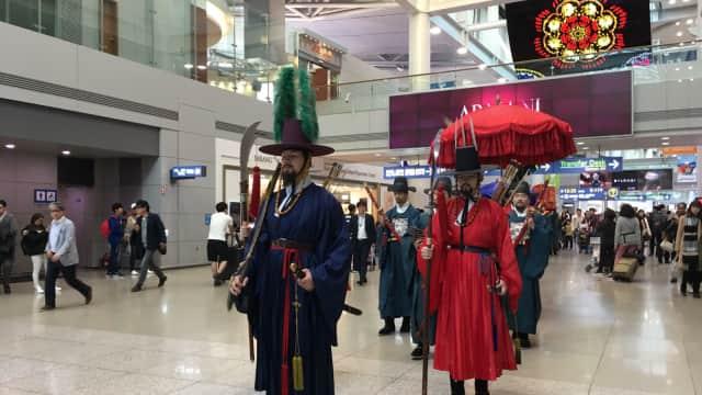 Atraksi Budaya di Bandara, Why Not?