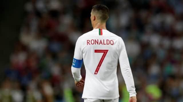 6 Aksi Respek Ronaldo yang Pernah Ditunjukkan kepada Tim Lawan