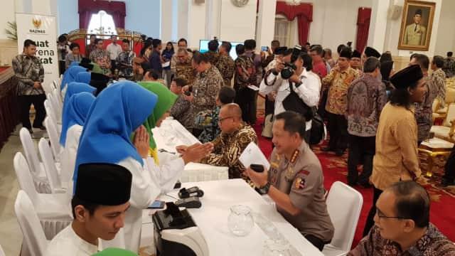 Saat Kapolri Ikut Bayar Zakat Bersama Pejabat Negara di Istana
