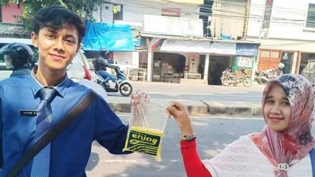 Hikam Abdul Manan, Tukang Tahu Necis Berdasi yang Jadi Idola Emak-emak