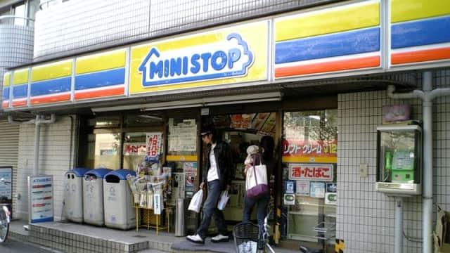 Minimarket di Jepang Setop Jualan Majalah Porno