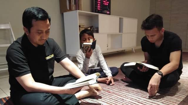 Di Doha, Egy Maulana Vikri Sempatkan Salat Jamaah dan Baca Alquran