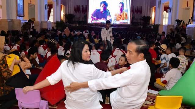 Pesan Jokowi ke Anak-anak: Jangan Lupa Main Sama Teman Meski Punya HP