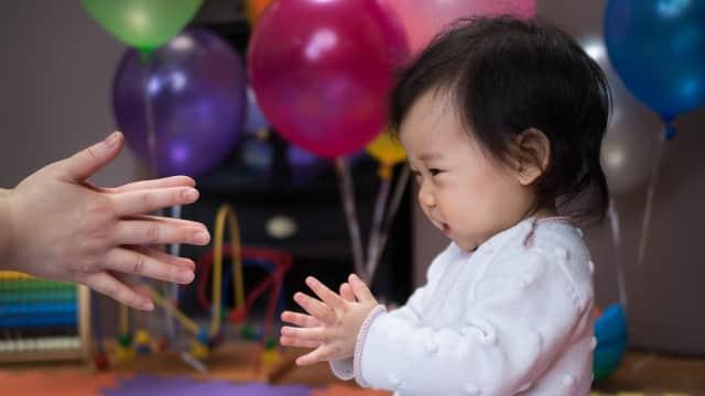 Kapan Bayi Bisa Tepuk Tangan?
