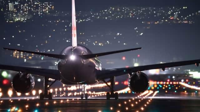 Alasan Lampu Kabin Pesawat Diredupkan saat Take Off dan Landing