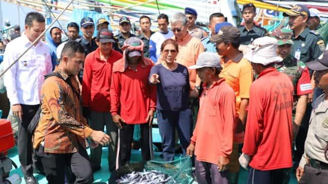 Senangnya Susi Melihat Hasil Tangkapan Nelayan di Jembrana Bali