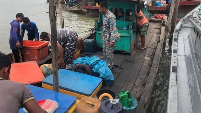 TNI AL Gagalkan Penyelundupan 8 TKI Ilegal dari Malaysia