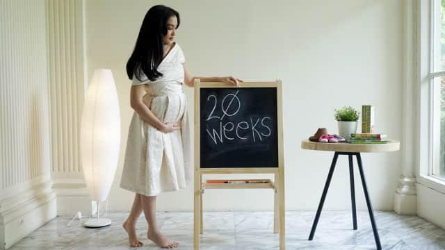 Trauma Keguguran, Atiqah Hasiholan Sempat Rahasiakan Kehamilan