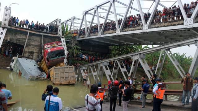 Perbaikan Jembatan Tuban yang Ambruk Ditargetkan Selesai H-10 Lebaran