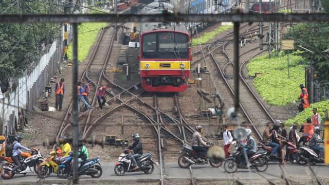 Melihat Warga Jakarta Berlebaran Naik Kereta