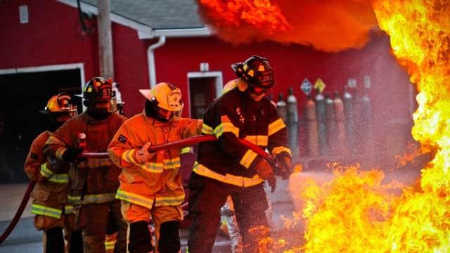 Kebakaran Landa Ruang Panel RS Mintohardjo, 10 Mobil Damkar Dikerahkan