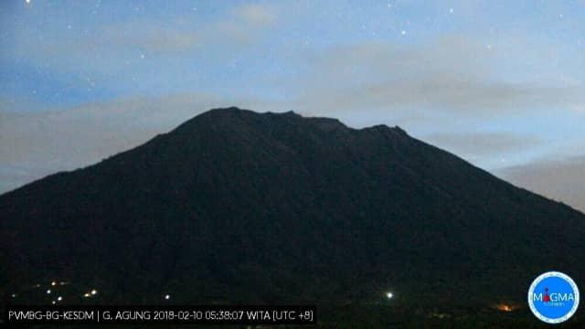 Gunung Agung Erupsi Lagi, Asap Membubung Hingga 1.500 Meter