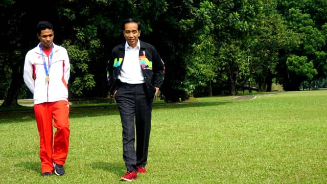 Jokowi Berkaca-kaca: Orang Besar Bukan di Istana, tapi Zohri