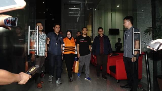 KPK Tahan Wakil Ketua Komisi VII DPR Eni Maulani Saragih