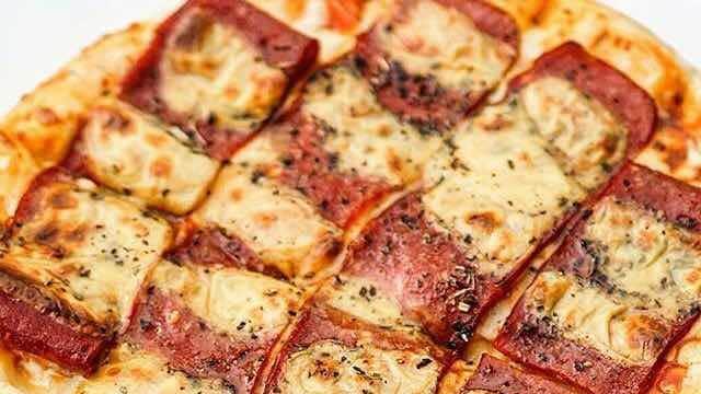 Nyoba-nyoba Pizza Prank di Teluk Gong
