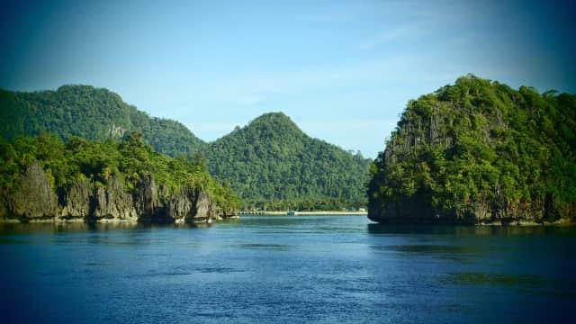 Menengok Potensi Wisata Pulau Buru