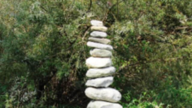 Jangan Kaget! Temukan Batu Tersusun Rapi dan Unik, Itu Kreasi Sudah Mendunia