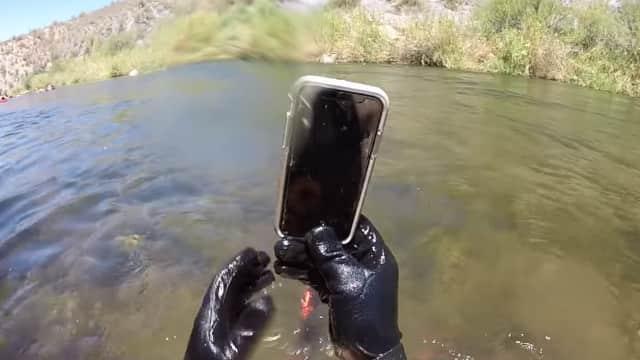 iPhone X Masih Bisa Nyala Setelah 2 Minggu Tenggelam di Sungai