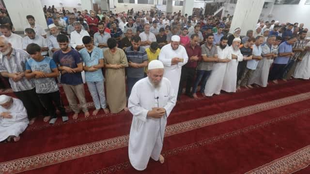 Ratusan Warga Gaza Salat Gaib, Doakan Korban Gempa Lombok