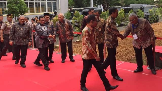 Jokowi Serahkan 3.000 Sertifikat Kompetensi Magang se-Indonesia