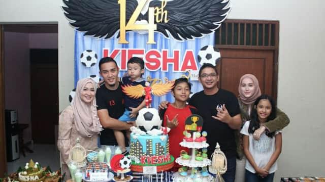 Pasha 'Ungu' Rayakan Ulang Tahun Anak Bareng Keluarga dan Mantan Istri