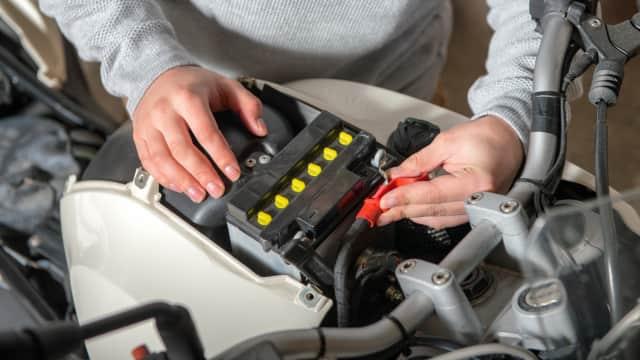 Hindari, Modifikasi Motor yang Bikin Aki Gampang Tekor