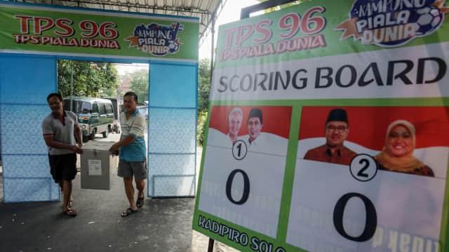 Keluarga Jokowi Mencoblos di TPS 23 Manahan, Solo